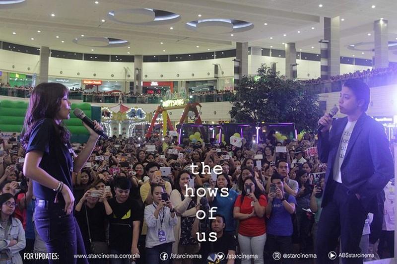 LOOK: KathNiel, labis ang suportang natanggap sa kanilang 'The Hows Of Us' mall show!